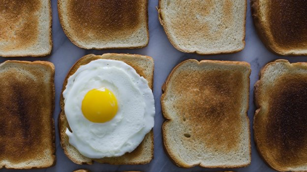 egg on toasts