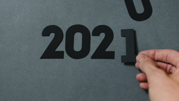 Person placing a 1 to make 2020 become 2021